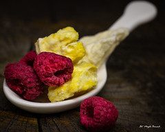 Makro Mondays - Refreshments (Magda Banach) Tags: canon canon80d refreshments apple colors freezedrying fruits lyophilization macro macromondays pineapple raspberries red wooden yellow