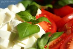 caprese a la casa 2 (photos4dreams) Tags: insalata caprese tomaten mozzarella tomatoes pomodori photos4dreams p4d photos4dreamz salat abendessen meal basilikum balsamico olivenöl olio basilicum basil