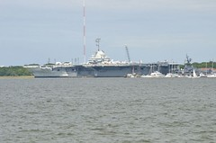 2018 05 05 115 Charleston, SC, downtown (Mark Baker.) Tags: 2018 america baker cv10 carolina charleston mark may sc south us usa uss aircraft carrier city day downtown outdoor park photo photograph picsmark spring states united urban waterfront yorktown