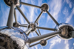 Setting out (Melissa Maples) Tags: brussel bruxelles brussels belgique belgië belgium europe nikon d3300 ニコン 尼康 sigma hsm 1020mm f456 1020mmf456 atomium clouds sky blue silver winter