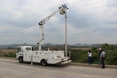 Se reparan luminarias en el ByPass de chone (GadChoneEC) Tags: reparacion luminarias bypass chone gestion funcionario cnel mejoras