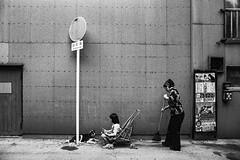 Street 644 (soyokazeojisan) Tags: japan osaka bw street people dog blackandwhite monochrome analog olympus m1 om1 21mm trix film kodak memories 昭和 1970s 1975