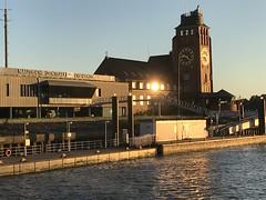 Hamburg Hafen (VreSko) Tags: tarde evening abend sol sun sonne port hafen town ciudad stadt city hamburg hamburgo