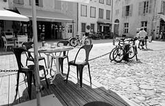 Un table pour...les amis à l'Île de Ré (Paolo Pizzimenti) Tags: charente table nuage larochelle îlederé france paolo olympus zuiko 12mm f2 film pellicule argentique m43 mirrorless doisneau