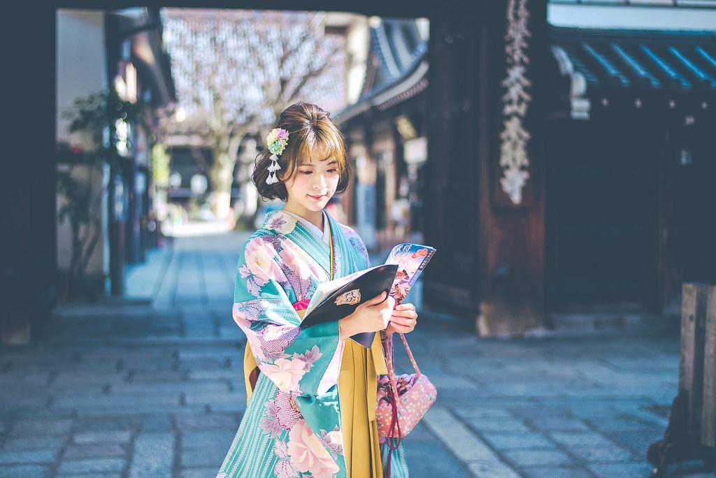 walking around kyoto in kimono-1-12