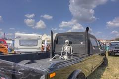 vergessener Anhalter (wolf238) Tags: pickup uscarconvention uscc skelett gerippe ladung ladefläche truck long journey longjourney