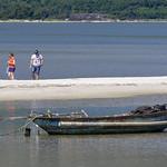 Paseo en la Laguna Lap An, Provincia de Thua Thien-Hue, Vietnam thumbnail