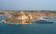 Malta harbour (Rob McC) Tags: malta valetta birgu fort stangu fortification castle harbour boats ships landscape cityscape seascape waterfront historic walls sea