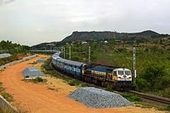 Karnataka Exp. (B V Ashok) Tags: karnataka express superfast 12628 mkl makalidurga oddarahalli swr newdelhibangalore ndlssbc pune wdp4d emd 40147 cr orh
