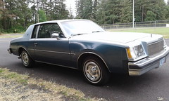 Buick Regal (Bobby Jimmy JR) Tags: gm generalmotors general motors buick regal 1978 late 70s 1980s era gbody original classic car american antique automobile vintage vehicle pnw pacificnorthwest pacific northwest oregon hub caps hubcaps 2 tone paint street curbside curb parked parking 78 buickregal buickmotorcompany buickmotordivision motor company division 80s