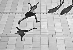 be happy (O.Krüger) Tags: niedersachsen deutschland germany hannover streetphotography sw schwarzweis socialdocumentary streetlife silhouette peopleinthecity people personen monochrom kind children urban bw bianconero blackwhite city streetshot