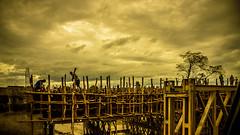 Puenting, Ethiopia (día 5) (pepoexpress - A few million thanks!) Tags: nikon nikkor d750 nikond75024120f4 nikond750 24120mmafs pepoexpress africa ethiopia arbaminch puente bridge skylinearchitecture sky skyline river working sunset goldenhour amanecer