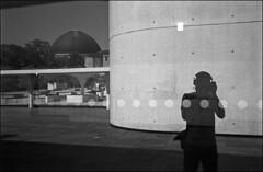 dabei stehen mir punkte net (fluffisch) Tags: fluffisch darmstadt leica leicam6 summiluxm35f14 preasph summilux 35mm f14 rangefinder messsucher analog film kodak trix400 staatstheater