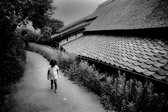 Way home 690 (soyokazeojisan) Tags: japan osaka bw street city people blackandwhite walk children monochrome analog olympus m1 om1 21mm film fujifilm neopanss memories 昭和 1970s 1975