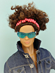 Kieron (Deejay Bafaroy) Tags: fashion royalty fr doll puppe integrity toys kieron kieronmorel colorinfusion homme male portrait porträt black schwarz blue blau pink rosa green grün sunglasses sonnenbrille jacket jacke