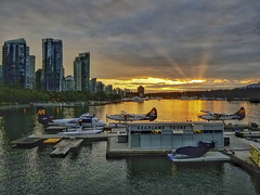 Sun rays in Coal Harbour (20180614_205843-01) ([Rossco]:[www.rgstrachan.com]) Tags: 2018 britishcolumbia canada coalharbour june vancouver city downtown holiday houseboats mum seaplanes sunset vacation ca