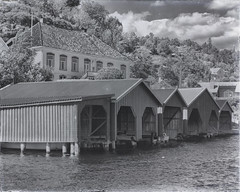 Barthebrygga in Kragerø (la1cna) Tags: kragerø coastaltown monochrome bnw boathouse sea oldhouse telemark norway scandinavia oldstyle travel barthebrygga
