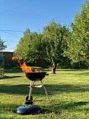 Grillen igång… (Patrick Strandberg) Tags: sweden östergötland vikingstad grill iphone iphonex