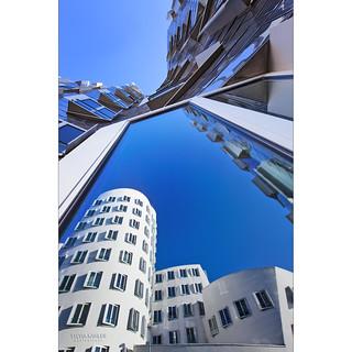 Gehrys Spiegelkabinett ... ;-))