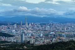 傍晚七點的台北城 - Taipei City at 7:00 in the evening (basaza) Tags: 碧山巖 canon 760d