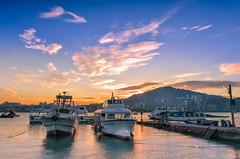 雲彩晨喚(DSC_5866) (nans0410(busy)) Tags: taiwan newtaipeicity baliwharf boat dock fishingport cloud sky sunrise dawn outdoors scenery 台灣 新北市 八里區 八里渡船頭 漁船 晨曦 日出 陳彩