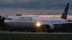 United Sunset Lineup (Ben_Senior) Tags: ottawa ontario canada ottawamcdonaldcartierairport ottawainternationalairport ottawaairport yow cyow takeoff taxi taxiing runway roll rolling airliner airline airplane plane aircraft aviation united ual ua boeing 767 764 767400er b767 b764 b767400er cf6 ge generalelectric n76054 longrange longhaul widebody jet turbofan sunset cloud clouds grey pink orange bensenior planespotting nikond7100 nikon d7100