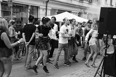 Dancing in the street (Rudi Pauwels) Tags: goteborg gothenburg andralanggatan summer dancing fest party gatufest streetparty streetshot streetphotography sverige sweden schweden happy happypeople zoom tamron tamron18270mm 18270mm nikon d7100 nikond7100