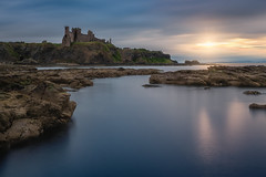 Sunset in Tantallon Castle (Uillihans Dias) Tags: scotland tantalloncastle sunset longexposure le landscape architecture uk gb britain water seascape sea harbour castle travel d750