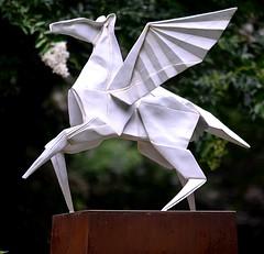 Pegasus (pjpink) Tags: origami sculpture lewisginterbotanicalgarden lewisginterbotanicalgardens lewisginter gardens northside rva richmond virginia june 2018 summer pjpink 2catswithcameras