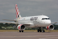 EC-MTL Airbus A319-111 Volotea (corkspotter / Paul Daly) Tags: ecmtl airbus a319111 a319 2053 l2j 345611 voe v7 volotea airlines 2003 davyb 20180103 gezmh ork 110718