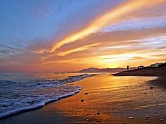 Reflejos en la orilla (Antonio Chacon) Tags: andalucia atardecer marbella málaga mar mediterráneo costadelsol cielo españa spain sunset