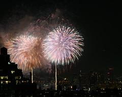 Macys Fireworks NYC 2018-10 (Diacritical) Tags: nikond850 pattern 70200mmf28 16secatf80 july42018 83207pm f80 165mm brooklyn macys4thofjuly fireworks