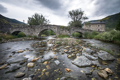 Puente de Lugueros (arribamarcos) Tags: puentedelugueros riocurueño lugueros valdelugueros leon castillayleon españa aguaseda largaexposición haidand1000