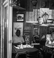 En N&B, la vie est belle (Joeydarkroom) Tags: blackandwhite noiretblanc homme black streetphoto photoderue people personne photoshoot photography france usa nikond7100 nikon