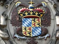Maison Hoogheemraadschap van Delfland (archipicture71) Tags: delft paysbas hollande maison pignon sculpture blasons renaissance gothique porte fenêtre house gothic huis neetherlands coat arms blazoen