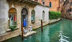 """Take a seat"", Venice (Vest der ute) Tags: g7x house windows water canal chairs buildings clothes fav25 fav200"