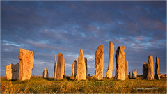 Callanish (Sandra Lipproß) Tags: callanish scotland stonecircle standingstones outerhebrides isleoflewis greatbritain unitedkingdom ancientmonument sunset goldenlight