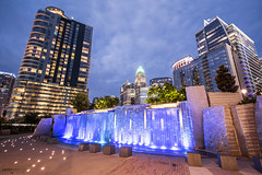 Waterfall Fountain, Romare Bearden Park - Charlotte (North Carolina) (Andrea Moscato) Tags: andreamoscato america statiuniti usa unitedstates us view vivid vista nuvole clouds cielo city città cityscape shadow sky skyscraper skyline blue building buildings edificio evening town dark downtown darkness dusk notte notturno freshwater fontana fountain water acqua architettura parco park light luce