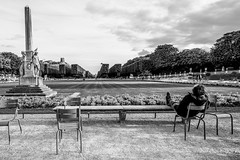 A moment for yourself, Parc Luxembourg, Paris (gerardmahieu) Tags: parijs