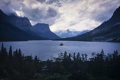 Saint Mary Lake (Mono Andes) Tags: montana usa glaciernationalpark goingtothesunroad parquenacional saintmarylake wildgooseisland watertonglacierinternationalpeacepark worldheritage patrimoniodelahumanidad