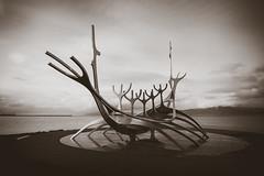 Sólfar (JS-photographie) Tags: sólfar sonnenfahrt reykjavik island iceland blackwhite monochrom skulptur fuji fujifilm fujinon xf1024 xpro2 kunst fujix