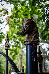 Detail op begraafplaats De Essenhof | Dordrecht (Marjan van de Pol) Tags: 5dmarkiv begraafplaats canon canon5d dordrecht essenhof nederland zuidholland nl