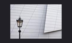 ich steh an der Laterne .... (ulrike_wiese) Tags: dresden laterne universizätsbibliothek weis