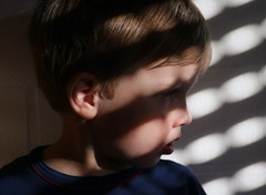 Shadow Play (Binacat) Tags: canon eos 750d digital color light shadow licht schatten shadowplay schattenspiel sunlight sonnenlicht wall wand pattern muster portrait face