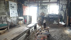 2018.00112 The Strachur Smiddy (jddorren08) Tags: scotland argyll strachur clachanofstrachur thestrachursmiddy blacksmith smiddy smithy forge montgomeryfamily montgomery cathiemontgomery montgomeryscoaches historicbuilding museum craftshop museumandcraftshop smiddymuseum sonyrx100m3 jddorren daviddorren