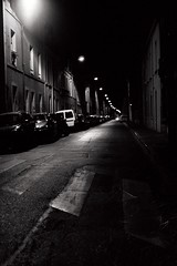 De passage... (La.Main.Noire) Tags: nikon fe film camera manual lens primle nikkor 50mm ais tx400 kodak night street city ville reims soir bw dark light art photo