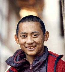 Bhutan: A young monk at Tengchu Goemba. (icarium.imagery) Tags: bhutan canoneos5dmarkiv buddhist captureone drukyul expression smiling goemba localpeople monk monastery naturallight rural streetportrait traditional travel youngmonk warmlook tengchu canonef85mmf12liiusm