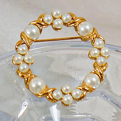 Pearl Brooch. Wreath Jewelry. Pearl Christmas Wreath. Gold Pearl Circle Pin. Xs and Os Brooch. Jewelry for Woman. Jewelry for Brides. waalaa (waalaa) Tags: etsy vintage antique shopping jewelry gifts
