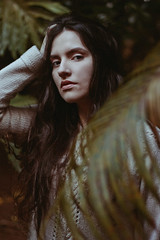 Letícia (TheJennire) Tags: photography fotografia foto photo canon camera camara colours colores cores light luz young tumblr indie teen adolescentcontent longhair jumper cozy home nature ibiuna 2017 sãopaulo brasil brazil naturallight girl eyes hair messyhair look 50mm