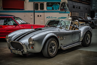 SHELBY COBRA 427 WITH SIDEPIPES